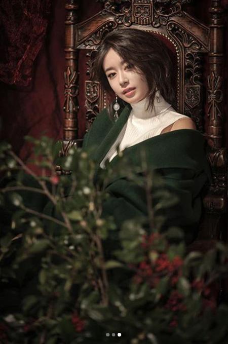 韓国ガールズグループ「T-ARA」ジヨンが蠱惑的な魅力が込められた写真を公開した。(提供:news1)