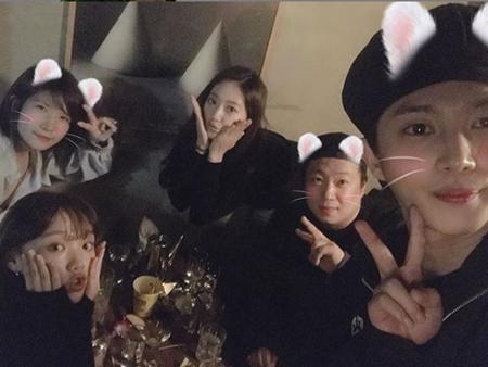 韓国女優パク・シネが、入隊を目前に控えた俳優キム・ミンソクを激励した。(提供:OSEN)