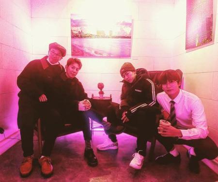 韓国ボーイズグループ「Block B」を脱退した歌手ジコが、久しぶりにメンバーたちと再会した。(写真提供:OSEN)