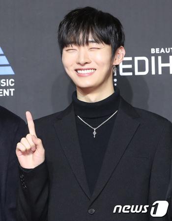 韓国ボーイズグループ「Wanna One」メンバーのユン・ジソンが、来年の入隊を準備しているという。(写真提供:news1)