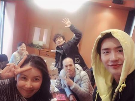 韓国俳優イ・ジョンソクが、女優イ・ボヨンの安産を祈願した。(写真提供:OSEN)