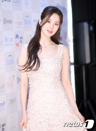 韓国ガールズグループ「少女時代」メンバーで女優としても活躍しているソヒョンが、ドラマ「時間」でベストドラマスター賞を受賞した。(提供:news1)