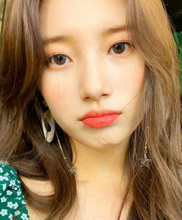 韓国歌手で女優のスジ(元Miss A)が、歴代級に可愛い自撮り写真を公開し、注目を集めている。(写真提供:OSEN)