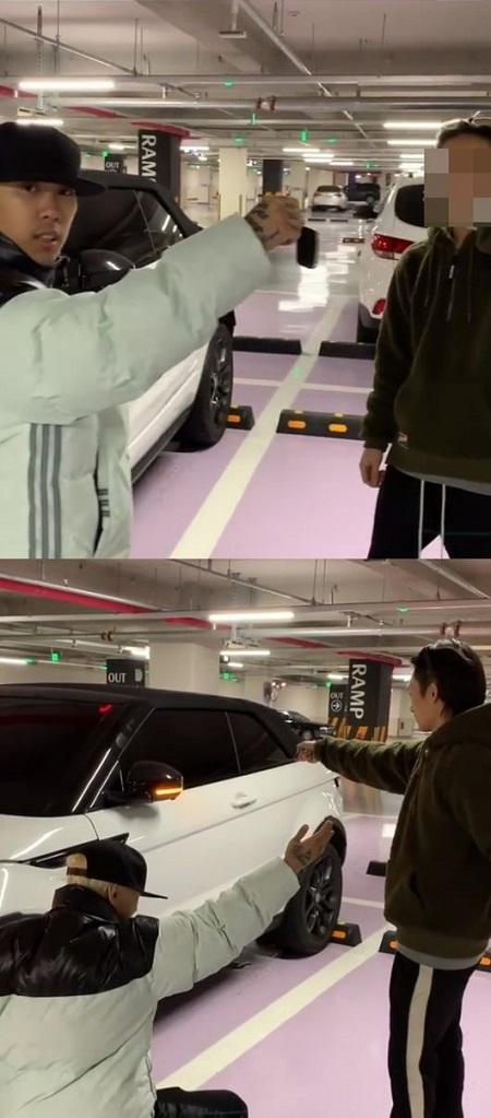 ラッパーDOK2、マネジャーに高級車をプレゼント! (提供:OSEN)