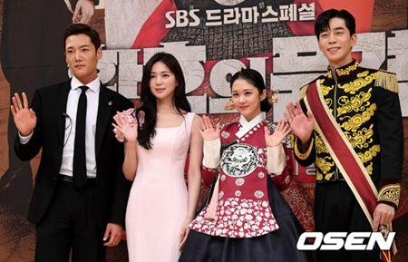 「皇后の品格」出演俳優チェ・ジンヒョクに続きシン・ソンロクも負傷…スタッフの告発など相次ぐ問題