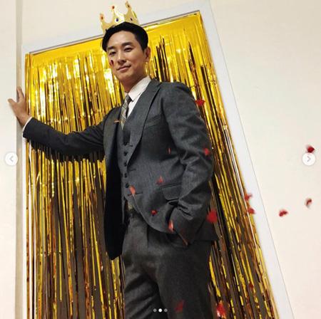 俳優チュ・ジフン、人生初「主演男優賞」受賞の心境明かす 「ことし一年幸せだった」(画像:OSEN)
