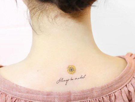 韓国ガールズグループ「Weki Meki」メンバーのユジョンのタトゥーに関心が集まっている。(写真提供:OSEN)