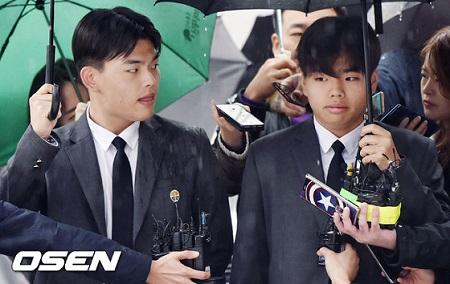 韓国のボーイズグループ「TheEastLight.」メンバー暴行事件の被疑者で、警察の取り調べを受けてきたプロデューサーのムン・ヨンイル氏が拘束送検された。(提供:OSEN)