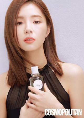 """韓国女優シン・セギョンが、""""美しい香り""""をグラビアで表現した。(写真提供:OSEN)"""
