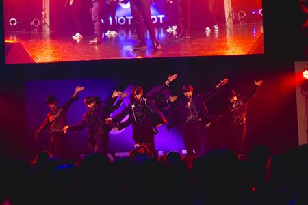 「HOTSHOT」 (C)ARGS /12/22(土)1部 Zepp Tokyo公演時