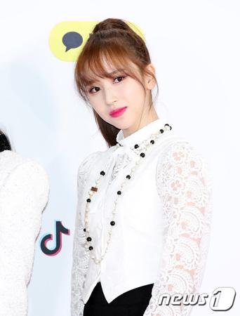 韓国ガールズグループ「TWICE」メンバーのミナが、「SBS歌謡大祭典」の生放送に参加できなくなった。(写真提供:news1)
