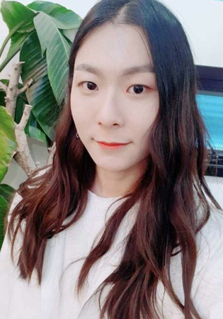 """韓国男性歌手チャン・ムンボクが、アイドルデビューを目前に控えて歴代級ともいえる""""美貌""""を見せ、話題を呼んでいる。(写真提供:OSEN)"""