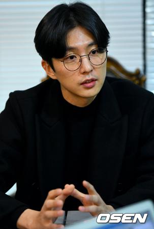"""韓国俳優シン・ドンウク(36)が、自身を取り巻いている""""祖父孝行詐欺""""騒動について詳しい状況を説明した。(提供:OSEN)"""