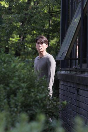 韓国俳優ヒョンビンの切ない眼差しで訴えかけるスチール写真が公開された。(提供:OSEN)