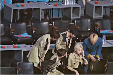 韓国ボーイズグループ「防弾少年団」メンバーのVが、6日に開催された「第33回ゴールデンディスクアワード」出演中に見せた行動に称賛の声が上がっている。(写真提供:OSEN)
