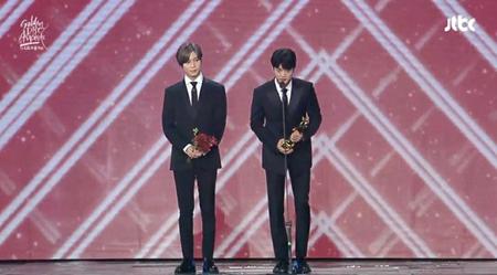 韓国ボーイズグループ「SHINee」のメンバーとして活動した故ジョンヒョンが、ゴールデンディスクの本賞を受賞した。(写真提供:OSEN)