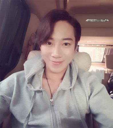 トロット歌手ジンヒョン、7日深夜心臓まひで死去…享年33…昨年結婚したばかり(提供:OSEN)