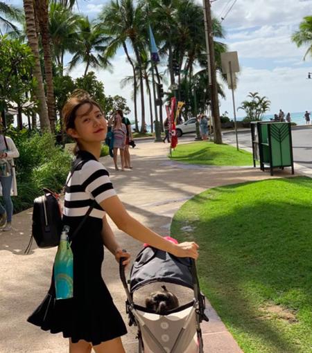 女優ハン・グル、双子と初の海外旅行 「ワンオペ育児、16か月目」(画像:OSEN)