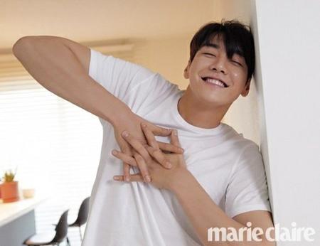 韓国俳優キム・ヨングァンの魅力満点なグラビアが公開された。(写真提供:OSEN)