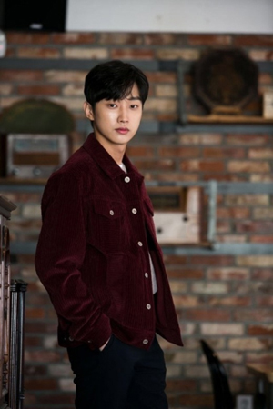 韓国ボーイズグループ「B1A4」でデビューし、現在は俳優として活躍しているジニョンが、演技に対する考えを語った。(写真提供:OSEN)