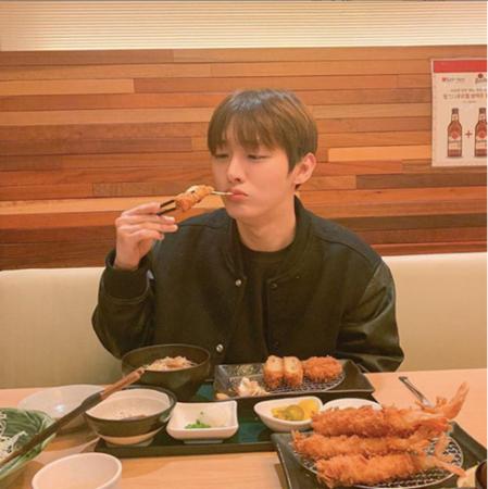 今月末のコンサートを最後に解散する韓国アイドルグループ「Wanna One」メンバーのユン・ジソンが、個人のSNSでファンと活発に交流している。(提供:OSEN)