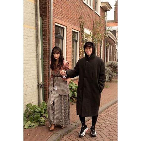 女優ユン・スンア、夫キム・ムヨルの手をギュっと握って歩く幸せショット公開(画像:OSEN)