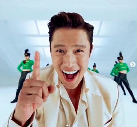 韓国俳優イ・ビョンホンのインスタグラムが、とてもおもしろいと話題になっている。 (写真提供:OSEN)