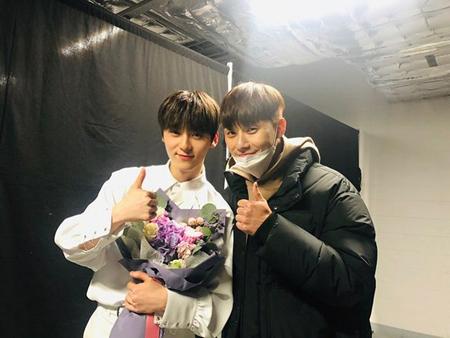 韓国プロジェクトボーイズグループ「Wanna One」のファン・ミンヒョンとライ・グァンリンがビッグな人脈を自慢した。(写真提供:OSEN)