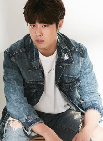 """俳優チョ・ビョンギュ、女優ユン・セアへの""""アジュンマ""""発言で謝罪「慎重になれなかった…反省」"""