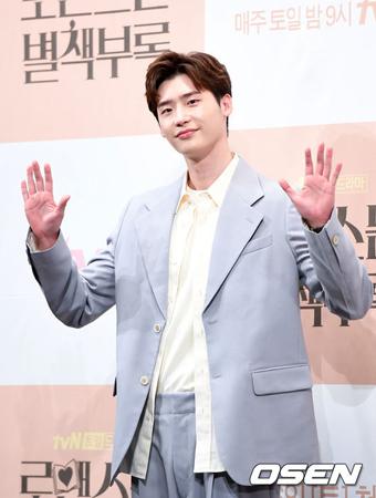 韓国俳優イ・ジョンソク側が、2月28日に入所して社会服務要員として代替服務をするという報道について否定した。(提供:OSEN)