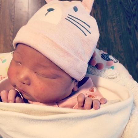 ソネ(元Wonder Girls)、生後5日の第3子を公開 「3番目のプレゼント」(画像:ソネのSNS)