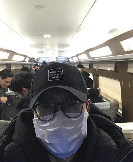 俳優イ・ビョンホン、映画「南山の部長たち」クランクアップを報告(画像:OSEN)