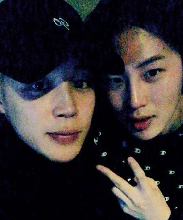 韓国プロジェクトボーイズグループ「Wanna One」のメンバーとして活動した歌手ハ・ソンウンと、「防弾少年団」のJIMINが仲良く旧正月連休を過ごした。(写真提供:OSEN)