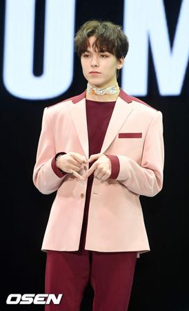 韓国ボーイズグループ「SEVENTEEN」メンバーのVernonが、健康上の問題で休むことになった。(提供:OSEN)