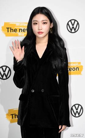 韓国歌手チョンハが腸炎による痛みで入院し、治療を受けている。(提供:OSEN)