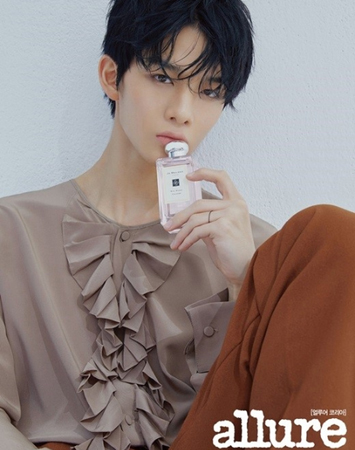韓国プロジェクトグループ「Wanna One」で活動していたペ・ジンヨンが初めて単独グラビアを公開し、イケメンすぎると話題になっている。(写真提供:OSEN)