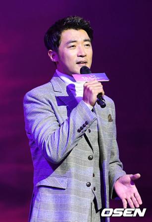 韓国俳優アン・ジェウク(47)が出演予定だったKBSのバラエティ番組「屋根部屋の問題息子」の収録がおこなわれていなかったことが明らかになった。(提供:OSEN)