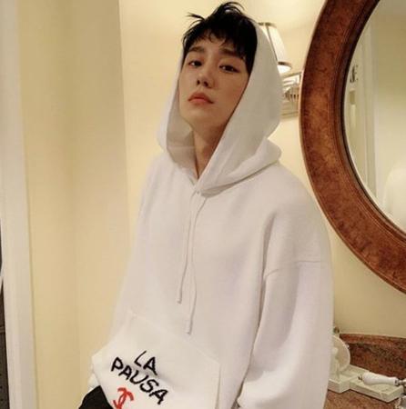 """韓国俳優チョン・へインが、""""爽やかお兄さん""""から""""ちょいワルお兄さん""""に変身した写真が話題を呼んでいる。(写真提供:OSEN)"""