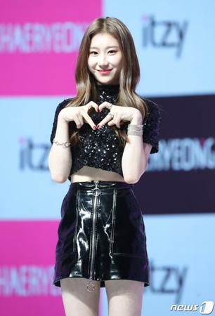 韓国大手芸能事務所のJYPエンターテインメントからデビューした新人ガールズグループ「ITZY」。メンバーのチェリョンが、実姉で「IZ*ONE」メンバーとして活動中のチェヨンについて語った。(写真提供:news1)