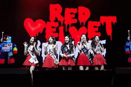 韓国ガールズグループ「Red Velvet」のカナダ公演の会場が涙に包まれた。(写真提供:news1)