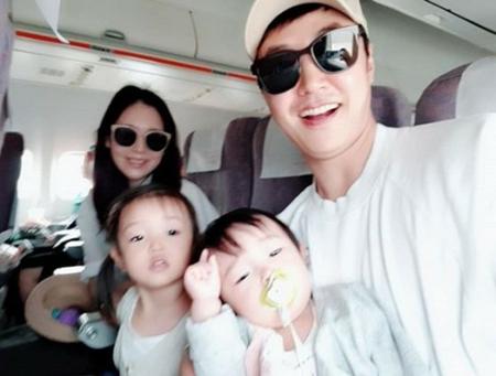 韓国俳優ユン・サンヒョンと歌手Maybee夫婦が、バラエティ番組「同床異夢2」で日常生活を公開することになった。(写真提供:OSEN)