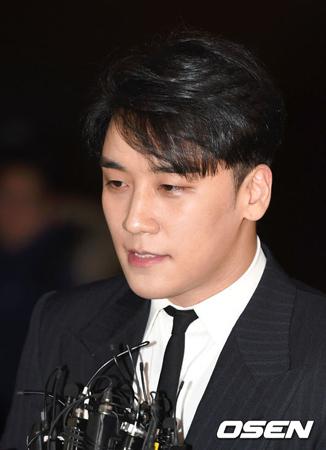 韓国ボーイズグループ「BIGBANG」V.Iが警察に自ら出頭して取り調べを受け、スケジュールも全面中断するなど強気の姿勢を見せた。(提供:OSEN)