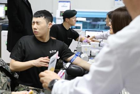 韓国ボーイズグループ「INFINITE」メンバーのソンギュと俳優カン・ハヌルの近況が公開された。(写真提供:OSEN)