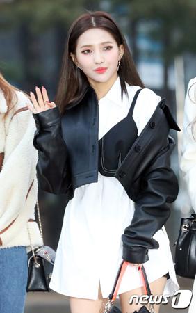 韓国ガールズグループ「(G)I-DLE」メンバーのSOYEON(ソヨン)による違法コピープログラムの使用に関して立場を明らかにした。(提供:news1)