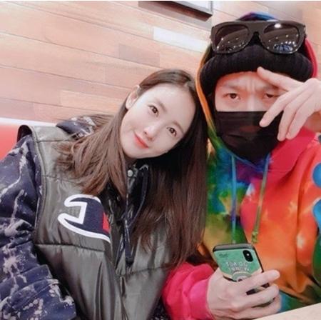 韓国歌手ピョルが、夫でタレントのハハとの仲睦まじい近況を公開した。(写真提供:OSEN)