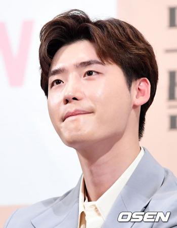韓国俳優イ・ジョンソクが、出演していたtvNドラマ「ロマンスは別冊付録」の打ち上げに参加しないことになった。(提供:OSEN)