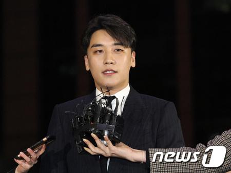 【公式】V.I(BIGBANG)、義務警察(運転兵特技者分野)に不合格…25日現役入隊予定(提供:news1)