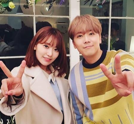 日韓プロジェクトガールズグループ「IZ*ONE」メンバーの宮脇咲良が、イ・ホンギ(FTISLAND)との再会を喜んだ。(写真:IZ*ONEのSNS)