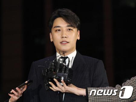 """""""被疑者""""V.I(BIGBANG)、カカオのチャットに参加していた「有名歌手」を召喚=警察(画像:news1)"""