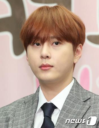 「Highlight」メンバーのヨン・ジュンヒョン(29)に、違法撮影動画に関するグループトークルームに参加していた1人ではないかという説が浮上し、波紋を広げている中、SNSで心境を語った。(写真提供:news1)